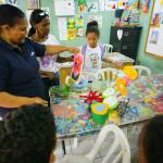 55 niños y niñas aprenden manualidades en Campamento de Verano