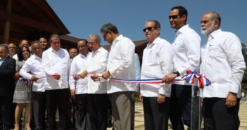 El-presidente-Medina-deja-inaugurado-el-hotel-Carmen-770x439_c