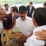 PRESIDENTE MEDINA OFRECE FINANCIAR A PESCADORES BOCA DE YUMA